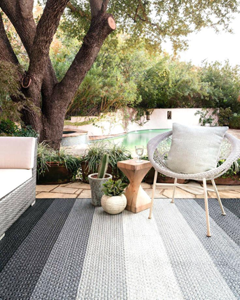 Loloi Indoor-Outdoor Rugs Garrett Collection in Black-Ivory
